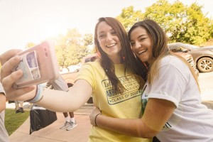 LVC students work together on Move in Day.