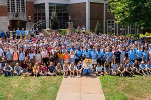 first year students gather for a class photo at lebanon valley college