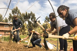 LVC Students build greenhouses in Peru during service trip